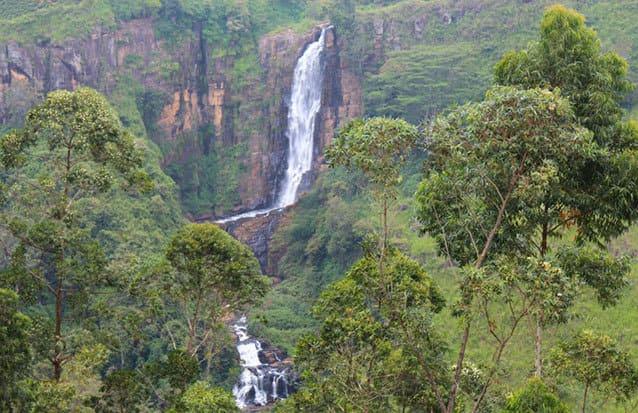 Grande jetée d'eau au Sri Lanka