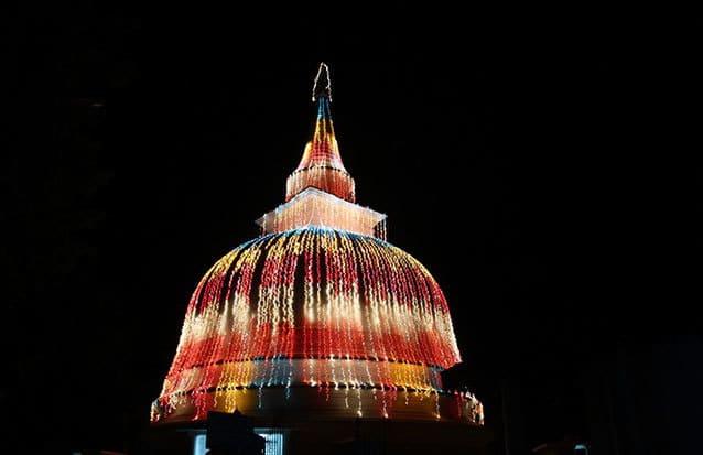 Temple en nocturne au Sri Lanka