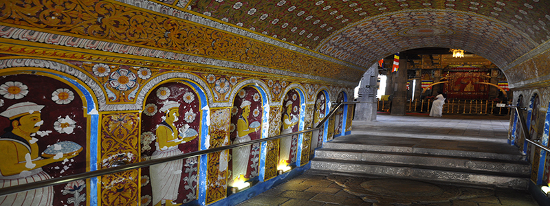 Damaged_murals_from_bombing_-_The_Temple_of_the_Sacred_Tooth_Relic_(Kandy)_(5479223488)