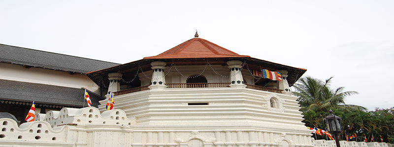 Kandy_temple_of_the_tooth_view2
