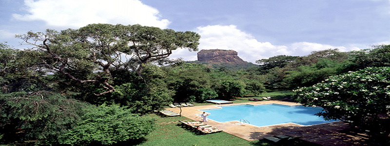 Swimming_Pool_-_Sigiriya_Rock__in_the_background